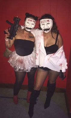 45 Funny Halloween Costume Ideas For Best Friends Badass Halloween Costumes, Halloween Kostüm, Halloween Outfits, Vampire Costumes, Pirate Costumes, Halloween Carnival, Photographie Indie, Carnival Outfits, Carnival Costumes