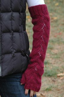 Elegant Alpaca Fingerless Gloves by Cheryl Beckerich FREE Pattern via Ravelry Love the colour and the lacey pattern