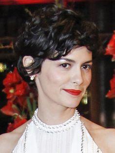 Audrey Tatou De Franse actrice gaat voor lekker veel krullen en volume in haar pixie-cut.  ELLE