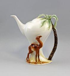 Tea or coffe? Or a camel ride? Chocolate Pots, Chocolate Coffee, Cute Teapot, Teapots Unique, Cafetiere, Teapots And Cups, Tea Art, Tea Service, My Tea
