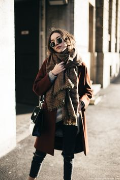 Oversize blanket scarf and rust coat | fashion cuisine