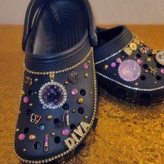 Bling Shoes, Fab Shoes, Hype Shoes, Crocs Slippers, Crocs Shoes, Crocs Fashion, Sneakers Fashion, Cool Crocs, Designer Crocs