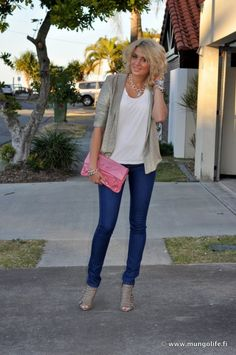 Love with the pink clutch ♥