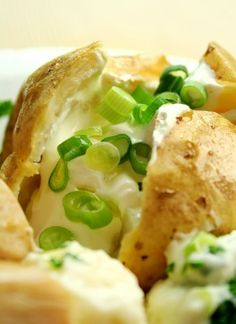 Fuel kids for sport and school with a tasty baked potato. Try this recipe next time you need a fast, easy, and cheap breakfast, lunch or snack! Baked Potato Microwave, Microwave Baking, How To Cook Potatoes, Baked Potatoes, Save On Foods, Delicious Breakfast Recipes, Potato Skins, Baked Beans, Easy Snacks