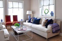 Blanding av gammelt og nytt i huset i Vollen, Asker. Sofa, Couch, Furniture, Home Decor, Homemade Home Decor, Settee, Couches, Home Furnishings, Sofas