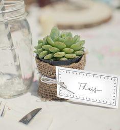 Como definir lugares na mesa para receber com carinho e atenção os convidados em uma ocasião especial em casa! Vejam as nossas dicas!