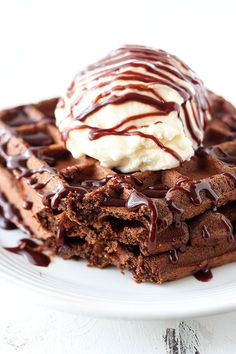 😋Fudge Waffles are the ultimate dessert for breakfast loaded with rich chocolate flavor and topped with ice cream and fudgy chocolate sauce! You're going to LOVE these! Recipe link in my bio 💕 Chocolate French Toast, Chocolate Waffles, Chocolate Recipes, Chocolate Fudge, Chocolate Drizzle, Chocolate Chips, Waffle Maker Recipes, Little Lunch, Sweet Sauce