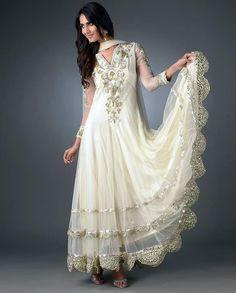 Eastern Female  Hina Khan Collection, Emerals Indische Brautkleider,  Indische Kleidung, Schöne Hintern bd67fe846b