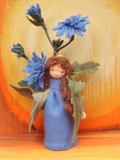 Amrei-Blumenkinder - Blumenkinder Waldorf Crafts, Waldorf Dolls, Spring Fairy, Flower Children, Felt Fairy, Nature Table, Tiny Dolls, Felt Dolls, Felt Flowers