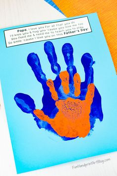 Cute Daddy and Me handprint craft with a printable poem for Father's Day. The I Love You Dad poem makes a sweet card to give on Father's Day. Dad Poems, Fathers Day Poems, Fathers Day Crafts, Happy Fathers Day, Daddy Birthday Gifts, Homemade Birthday Cards, Girlfriend Birthday, Homemade Cards, Father's Day Activities