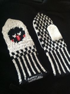 Lakupekka tumput Fingerless Mittens, Knit Mittens, Knitting Socks, Knitting For Charity, Knit Art, Socks And Heels, Wrist Warmers, Hobbies And Crafts, Yarn Crafts