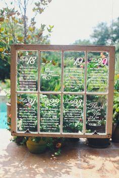 Kanske kan du komma över ett gammalt fönster? Skriv bordsplaceringarna på det med whiteboardpenna! [Wedding Seating Chart on an old window!] #wedding #bröllop #ecobride