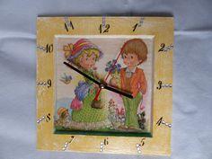 cadre horloge enfants collage de serviette, peinture acrylique, strass dimensions: 17/17 ref: 201/03/10