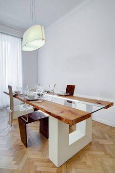 Tavolo in pelle bianca, legno grezzo, vetro e led