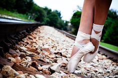 Isn't this pretty?? Can't wait till I'm this graceful in pointe shoes!!