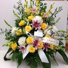 #tribute #yellowroses #whitespiidermums #pinkstargazerlilies #snapdragons #gladioli