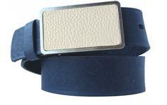 Blauer Ledergürtel (Vollrindleder) mit cremefarbener Schnalle aus Metall und Leder.Wie Sie Ihren Gürtel kaufen, zeigt, ob Sie etwas von Mode verstehen. Dieser Gürtel aus echtem Leder nutzt einfache Designelemente in Verbindung mit klaren Farben: Dunkles Blau und cremefarbene Schnalle, eingefasst von mattem Metall. Dank der nickelfreien Qualität können Sie diesen Gürtel jeden Tag tragen. Er ist 4 cm breit und passt damit zu den meisten Hosen. Einfach Ihre Bundlänge auswählen.