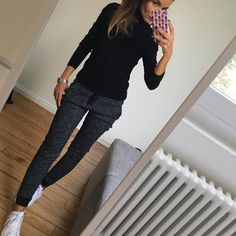 "Gefällt 990 Mal, 65 Kommentare - Céline (@lesfutiles) auf Instagram: ""Bon dimanche ☀️ #outfit #ootd #metoday #whatimwearingtoday #instalook #instafashion #sundaylook…"" Outfits With Converse, Casual Outfits, Winter Outfits, Hijab Fashion, Fashion Outfits, Love Fashion, Womens Fashion, Classic Wardrobe, Work Casual"