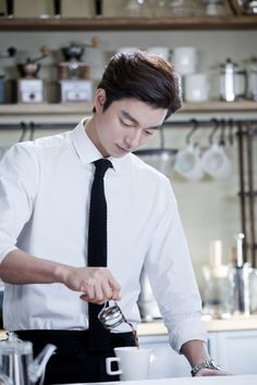 Barista Gong Yoo shows off his latte art Gong Yoo, a fifth-year barista was caught making coffee. Maxim's KANU released new stills of its promotional model Gong Yoo from the shooting of a new spring commercial. Park Hae Jin, Park Seo Joon, Gong Yoo, Asian Actors, Korean Actors, Korean Dramas, Goblin The Lonely And Great God, Song Joong, Park Bo Gum