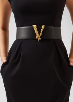 Virtus Waist Belt from Versace Women's Collection. A runway style, this thick waist belt is embellished with an emblematic Barocco V-shaped buckle. Luxury Belts, Fashion Belts, Fashion Accessories, Fashion Outfits, Mode Outfits, Girl Outfits, Looks Style, Fashion 2020, Tumblr Outfits