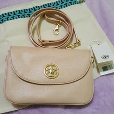 NWT Tory Burch Robinson Cross body bag New Robinson Cross body bag from Tory Burch! Dark Sahara color. .Strap is 42-45 inches long. Comes with dustbag. AUTHENTIC! Tory Burch Bags Crossbody Bags