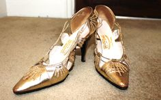 Fashion Detective blog: Gold kitten heels - straight from the 60s