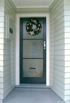 Resene Ebony Clay door