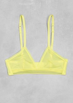 & OTHER STORIES Sporty and understated, this lightweight soft bra is made for a comfortable close-fit. Canary yellow
