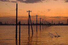 日本の絶景: 千葉県木更津市江川海岸「海の電柱」
