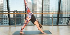 """10 Yoga Moves That Burn Fat Faster Than You Can Say """"Om"""""""