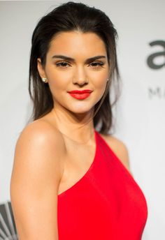 Prom Makeup Ideas: Match your lipstick to your dress like Kendall Jenner