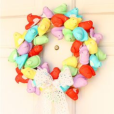 Make colorful Easter wreath from peeps. Vanessa from Tried & True shows us how. Read more inside. #easter #craft