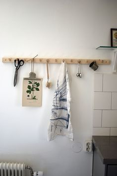 Kitchen Rack, Beautiful Interior Design, Nordic Design, Beautiful Kitchens, Clean House, Bathroom Hooks, Storage Organization, Sweet Home, Deco