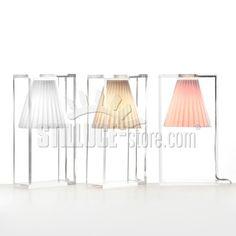 Kartell Light Air Una lampada da tavolo illusionista, una luce sospesa che sfugge alla legge di gravità. Light–air è essenziale, moderna e razionale, ma al tempo stesso produce un effetto magico.  Disponibile nei colori: rosa, azzurro e beige.