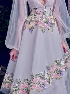 Meet the gowns you grow up dreaming about in Al Fahim's Haute Couture collection. Her hand-painted florals, ribbon embroidery, and layer upon layer … Pretty Outfits, Pretty Dresses, Runway Fashion, High Fashion, Fashion Pics, Couture Fashion, Fashion Photo, Fashion Fashion, Fashion Women