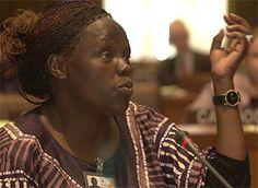 Wangari Maathai (Nyeri, Kenia, 1940 - Nairobi, 2011) Wangari Muta Maathai; Bióloga y ecologista keniana ,  se convirtió en la primera mujer africana galardonada con el premio Nobel de la Paz.  Wangari declaró que destinaría la mayor parte de los 1,1 millones de euros del galardón al trabajo en favor del medio ambiente.   .