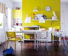Pinte as paredes de sua cozinha usando um pouco de cor. Pode usar tons mais neutros como também tons mais quentes e ousados. Renovando as paredes de sua cozinha, elas ganham uma cara diferente. #cornacozinha #kitchens #decorando #decoração #designdeinteriores