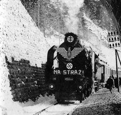 Opening of a new railroad in Slovakia. Soldiers Returning Home, Warrant Officer, Female Marines, Armoured Personnel Carrier, Afrika Korps, Ww2 Pictures, Prisoners Of War, German Army, World War Two