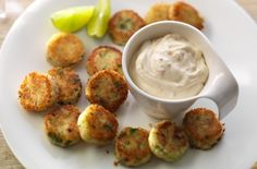 Serve mini potato cakes with a sweet chilli and mayo dip for extra flavour. These bite-sized treats won't be on the plate for long! Get the recipe: Chilly Philly potato cakes Ideas Para Canapés, Easy Canapes, Canapes Ideas, Canapes Faciles, Mini Potatoes, Chili Dip, Potato Cakes, Sweet Chilli, Sauces