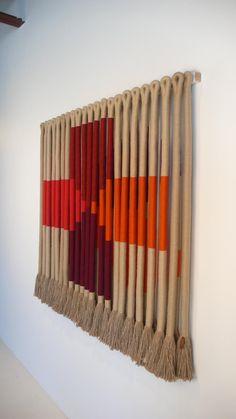 Weaving Art, Tapestry Weaving, Weaving Textiles, Macrame Art, Macrame Projects, Diy Crafts For Home Decor, Macrame Patterns, Textile Art, Fiber Art