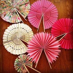 bricolage éventail papier diy - Diy and crafts interests Hobbies And Crafts, Craft Projects, Diy And Crafts, Crafts For Kids, Projects To Try, Arts And Crafts, Diy Paper Crafts, Rainy Day Crafts, Space Crafts