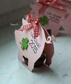 Steffis Stempelkeller: Silvesterabend … Source by adrianafonders Pig Crafts, Diy And Crafts, Paper Crafts, Diy Presents, Diy Gifts, Christmas Diy, Christmas Ornaments, World Crafts, Candy Gifts