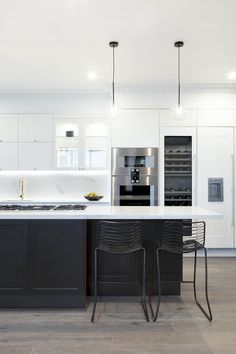 37 Gorgeous Black And White Kitchen Design Home Design White Kitchens BLACK Design Gorgeous Home Kitchen white Apartment Kitchen, Home Decor Kitchen, Apartment Design, Kitchen Interior, Black Kitchens, Home Kitchens, Kitchen White, Küchen Design, House Design