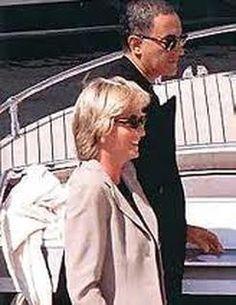 Princess Diana with Dodi Al Fayed, July, 1997 -- perhaps her happiest time. Princess Diana And Dodi, Diana Dodi, Princess Of Wales, Lady Diana Spencer, Princesa Diana, Dodi Al Fayed, Diana Funeral, Diana Fashion, Diane
