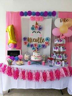 Two tier+box party favors Unicorn Birthday Parties, First Birthday Parties, Birthday Party Decorations, First Birthdays, Birthday Ideas, 5th Birthday, Party Favors, Unicorn Themed Birthday, Festa Party