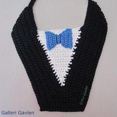 Opskrift Gentleman-smæk Crochet Baby Bibs, Crochet Crafts, Butterfly, Diy And Crafts, Crochet Necklace, Embroidery, Knitting, Inspiration, Gentleman