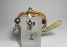 Leather collar for pets with nickel free steel charms, agate, freshwater pearl and labradorite
