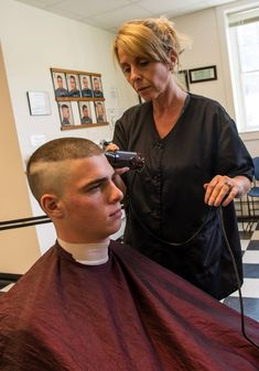 Buzz cuts and Clippers Cute Short Haircuts, Girl Haircuts, Haircuts For Men, Shaved Nape, Shaved Head, Cut My Hair, Long Hair Cuts, Low Fade Haircut, Haircut Short