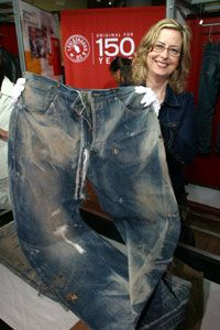 Oldest pair of Levi jeans - 150 years old Vintage Jeans, Vintage Outfits, Vintage Clothing, Edwin Jeans, Japanese Denim, Levi Strauss, Fashion Branding, Fashion History, Bell Bottoms