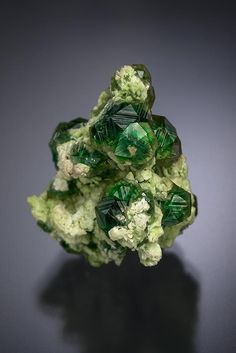 Grossular Diopside, Jeffrey Mine, Quebec, Canada, 24x22x27mm // Photo by Yasu…